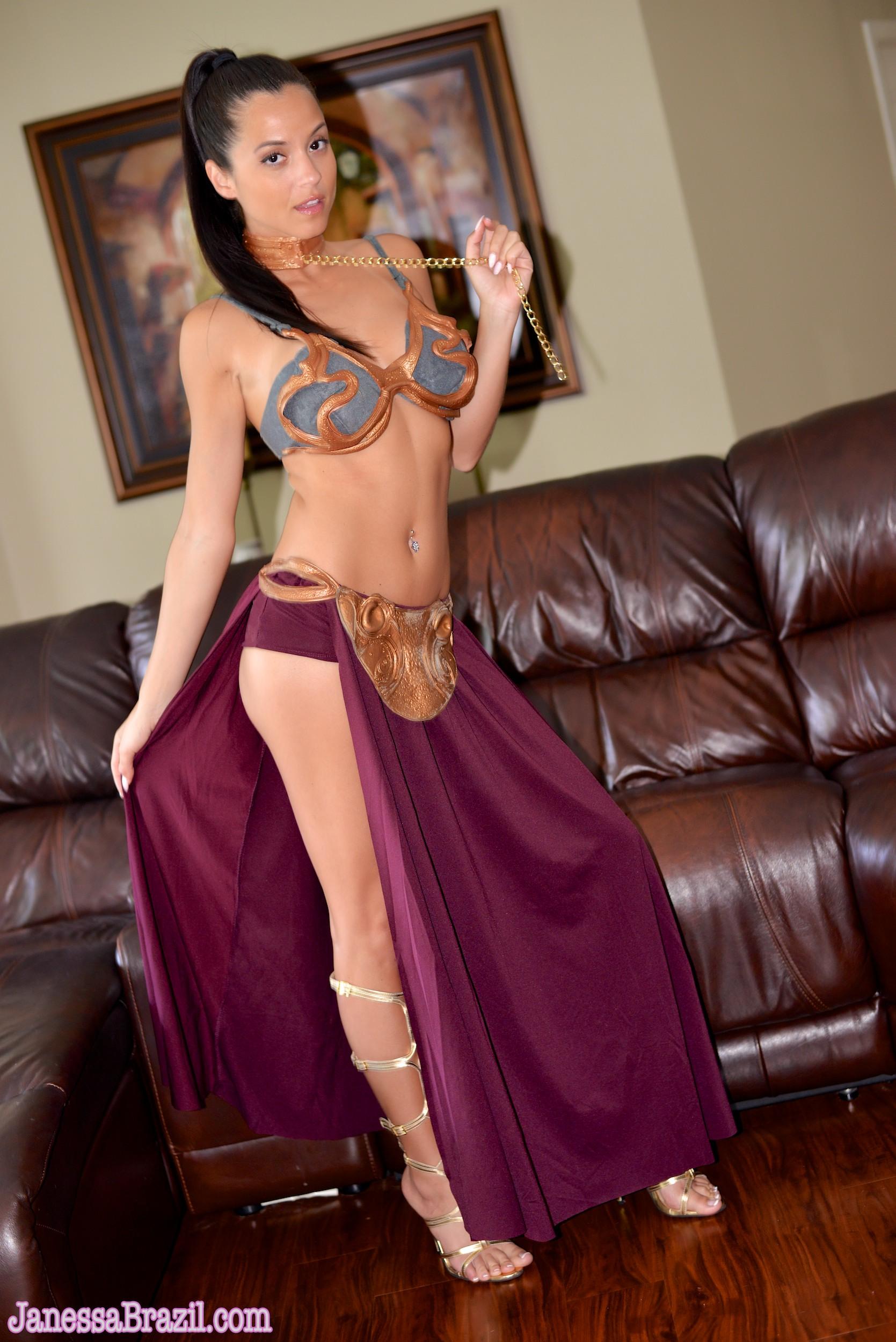 Janessa Brail Cosplay - Slave Leia Metal Bikini Nude 2