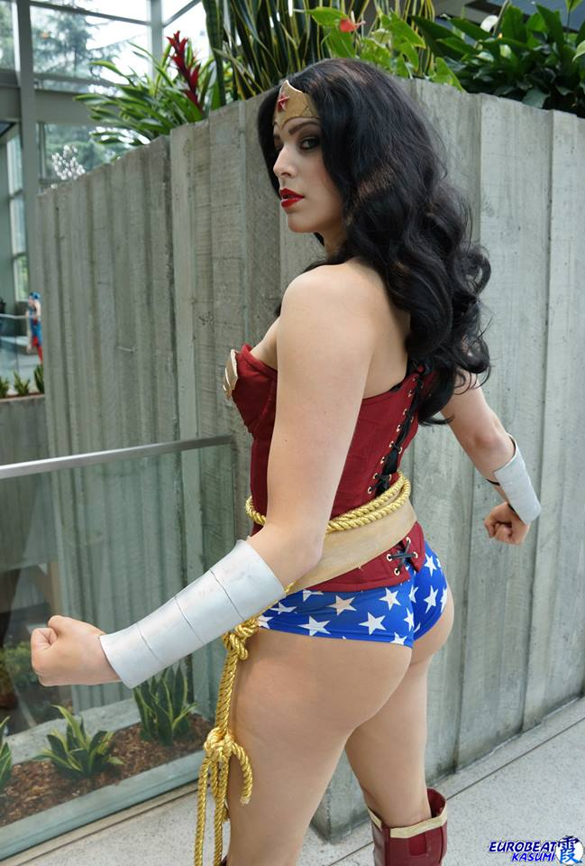 Wonder Woman vs Miss Sinister (2)