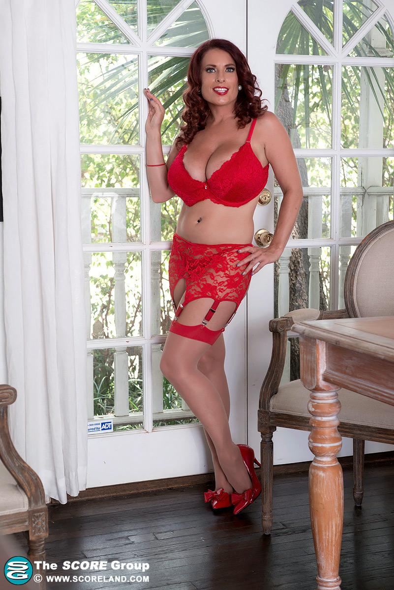 Goldie Blair voit rouge02